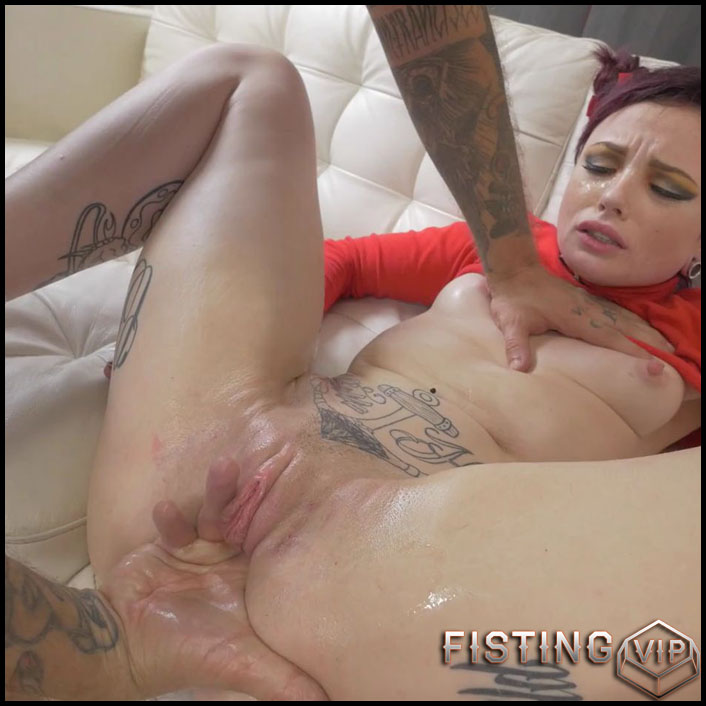 Vaginal fisting during anal sex