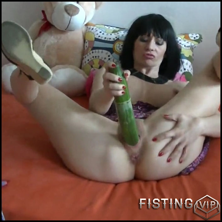 German angela 42 masturbates with liebeskugeln