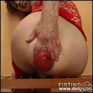 Fucking anal long plugs in red suit – Full HD-1080p, Solo, anal and vaginal fisting, Big Toys (Release December 18, 2016)