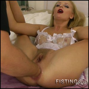 Hard fisted – Full HD-1080p, Fisting, anal and vaginal fisting, Blonde, Hardcore (Release December 22, 2016)