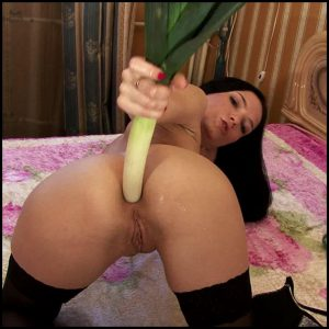 Having fun with vegetables, pussy feeling cool – Full HD-1080p, anal fisting, extreme fisting (Release December 05, 2016)
