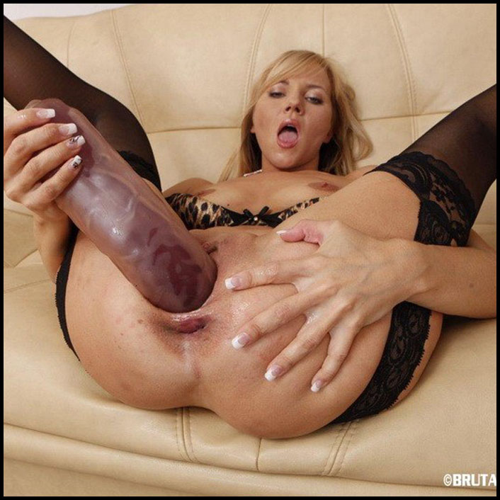 Dildo with squirt