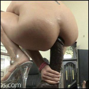 Trahane-s-gigantskimi-dildo – HD -720p, Masturbation, Teen, Solo, Anal, BlowJobs, Dildo (Release December 11, 2016)