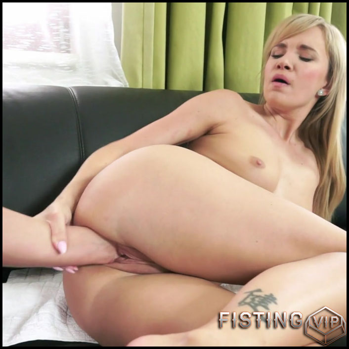 Angel Piaff, Vinna Reed - Barely There - Full HD-1080p, Lesbian, Anal, BlowJobs (Release January 25, 2017)