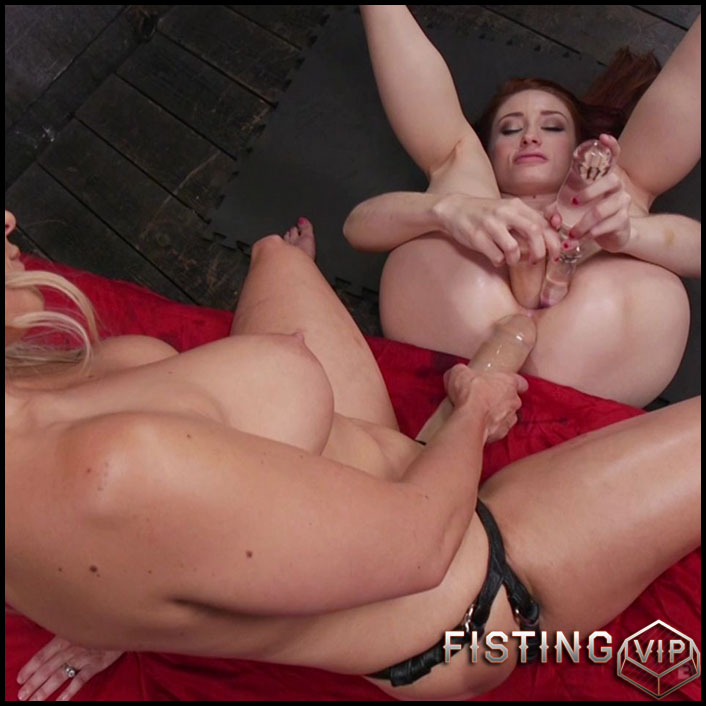 Spreading legs eating out