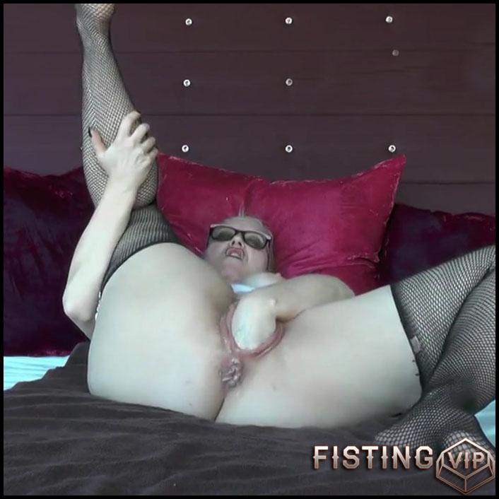 Fisting Schlampe in fishnets - Full HD-1080p, Anal, BlowJobs (Release January 26, 2017)