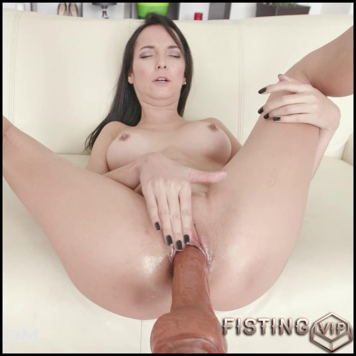 Francys Belle - Full HD-1080p, Sex Machine, anal and vaginal fisting (Release January 29, 2017)