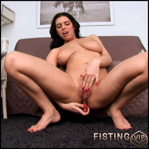 Kira Queen – HD-720p, Teen, Solo, Fisting (Release January 22, 2017)