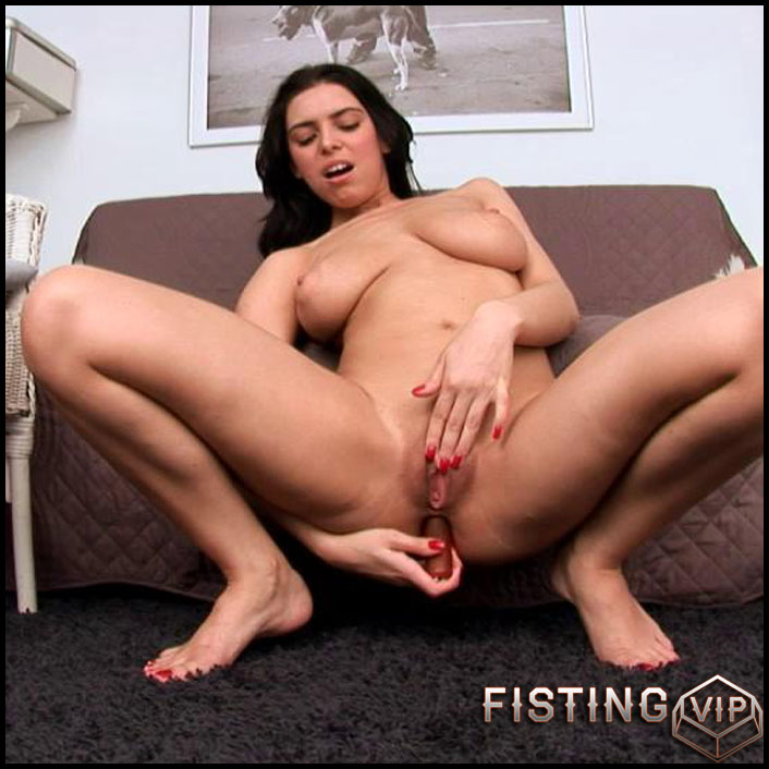 Kira Queen - HD-720p, Teen, Solo, Fisting (Release January 22, 2017)