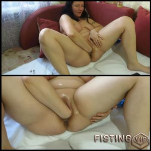 Mature milf makes a deep fisting – Full HD-1080p, Solo, Fisting (Release January 9, 2017)