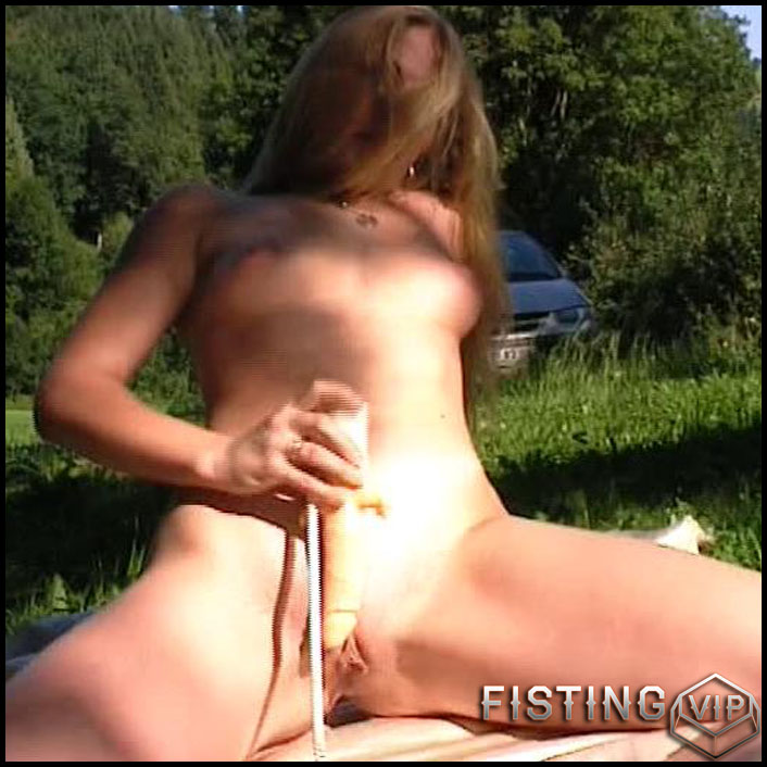 nympho-on-a-picnic-hd-720p-toys-solo-anal-and-vaginal-fisting-release-january-2-2017
