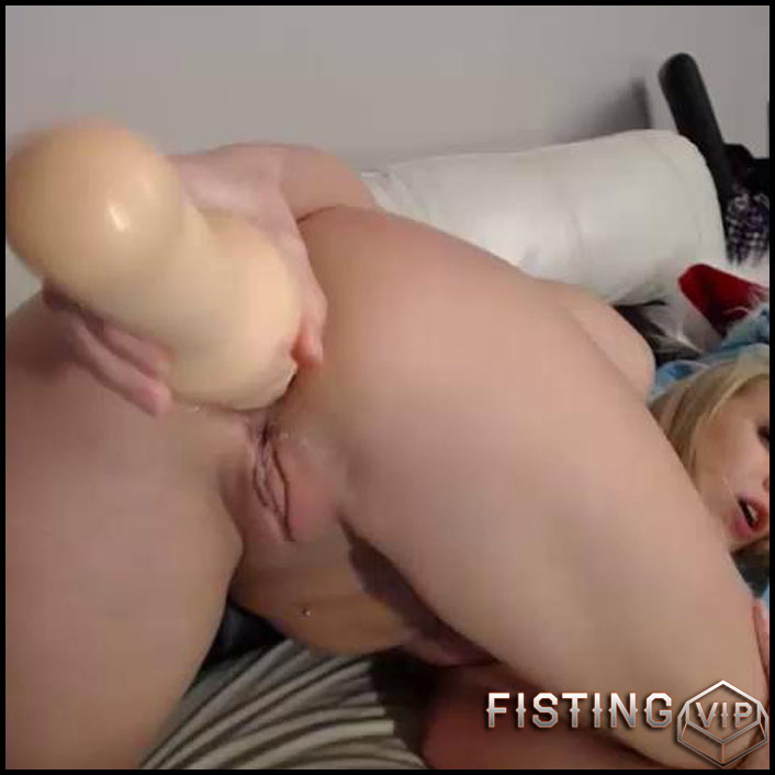 siswet19-webcam-anal-toys-hd-720p-giant-dildo-toys-solo-fisting-release-january-2-2017