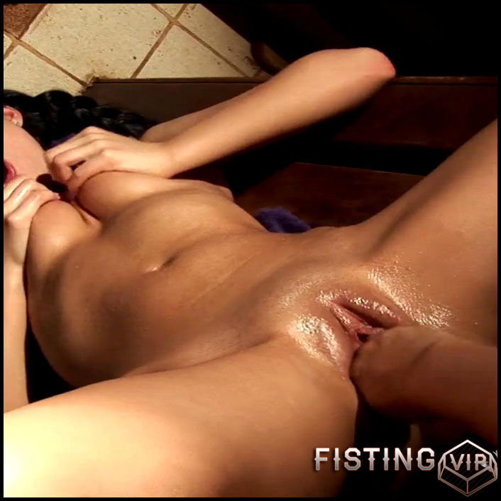 the-man-began-to-stretch-the-mistresss-pizda-very-rigidly-full-hd-1080p-toys-anal-masturbation-fisting-release-january-5-2017