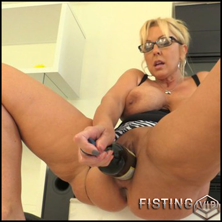 Alysha Kinky Extremes 7 part - Full HD-1080p, AnalToys, Anal Fisting, Fruit Stuffing (Release February 26, 2017)