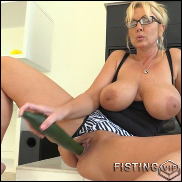 Alysha Kinky Extremes 7 part - Full HD-1080p, AnalToys, Anal Fisting, Fruit Stuffing (Release February 26, 2017)1