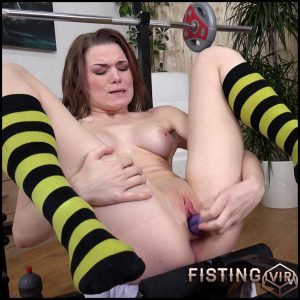 Becky Berry – Full HD-1080p, Dildo, Fingering, Pissing, Pissing in glass, Piss on yourself (Release February 11, 2017)