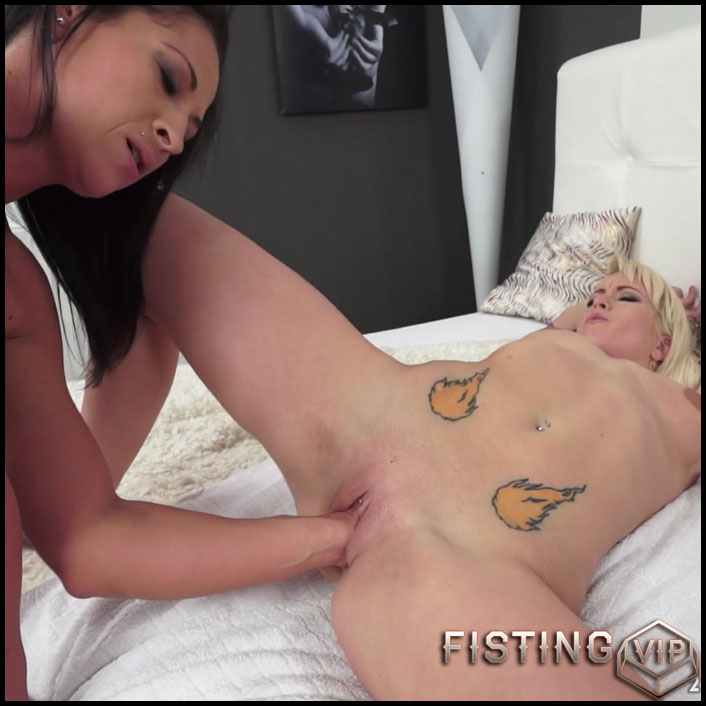Fisting A Pierced Beauty Vanessa Twain, Mirjam - Full HD-1080p, Lesbian, Anal, BlowJobs, Anal Toy (Release February 28, 2017)