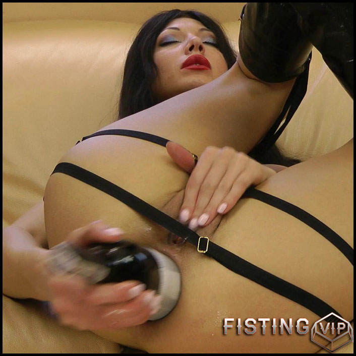 Fucking ass with wine bottle - Full HD-1080p, Fisting, Anal, Prolapse, Extreme Insertions, Solo, Bottle, Toys, Anal Fisting (Release February 7, 2017)