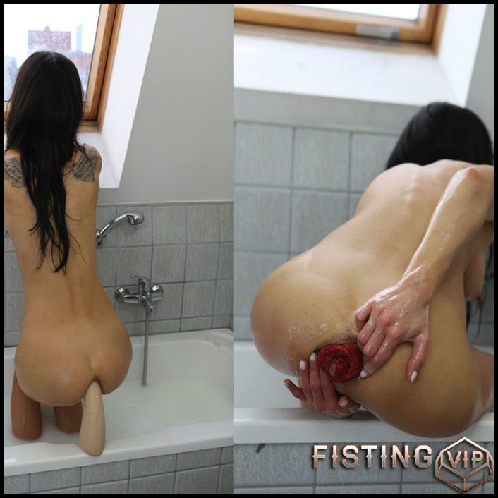 Hotkinkyjo - Rubber fist bath tub fuck - Full HD-1080p, Giant Dildo, Toys, Solo, MILF, dildo, anal play (Release February 19, 2017)