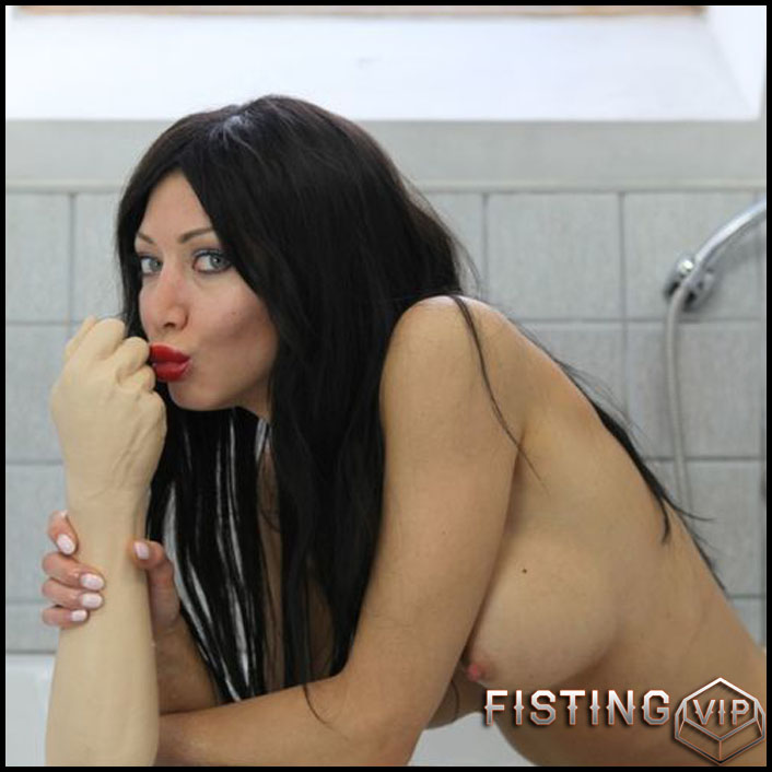 Hotkinkyjo - Rubber fist bath tub fuck - Full HD-1080p, Giant Dildo, Toys, Solo, MILF, dildo, anal play (Release February 19, 2017)1