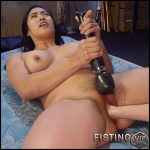 Mona Wales Breaks in Electro-Pet Mia Li – HD-720p, Vibrator, lesbians, anal and vaginal fisting (Release February 11, 2017)