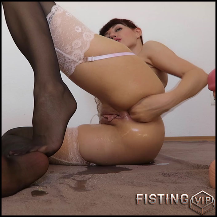 Mylene - Fisting Peeing Toying Prolapsing - Full HD-1080p, Giant Dildo, Toys, Solo, Anal (Release February 5, 2017)