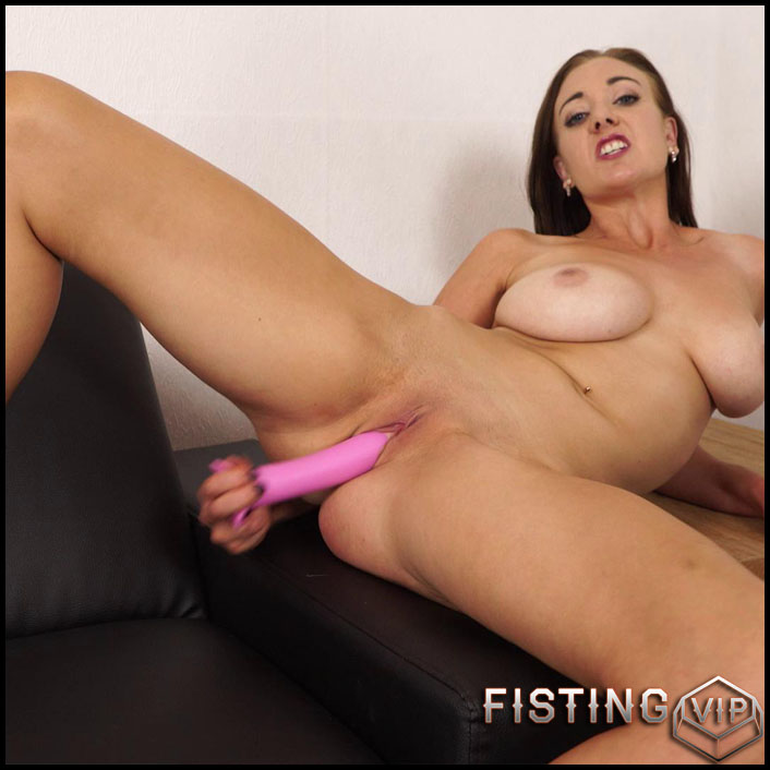 Sapphire - Pornstar friend - Full HD-1080p, Giant Dildo, Toys, Solo (Release February 3, 2017)