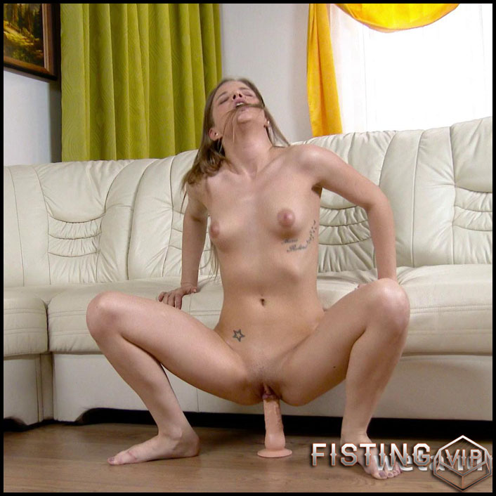 Sarah Key - Full HD-1080p, Anal Insertion, Dildo, Masturbation, Puffy Nipples (Release February 18, 2017)