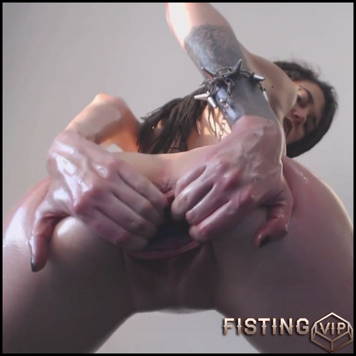 Sasha - Oil Spanking Fisting and Bottle - HD-720p, Teen, Solo, Anal (Release February 28, 2017)