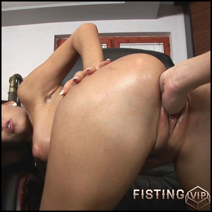 Satin Bloom Office Fist - Full HD-1080p, Masturbation, Anal, BlowJobs, Lesbian (Release February 4, 2017)