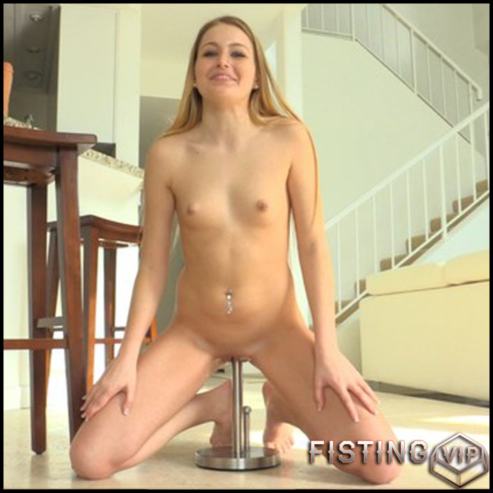 Scarlett - Naturally Extreme - Full HD-1080p, Giant Dildo, Toys, Solo, Anal (Release February 17, 2017)