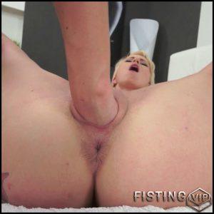 Vanessa Twain & Mirjam – Fisting A Pierced Beauty – HD-720p, Lesbian, Fetish, Fisting, Oral, Babes (Release February 18, 2017)