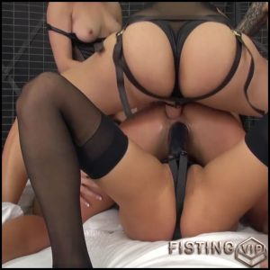 Adriana Chechik – special LIVE all-girl gangbang – HD-720p, Toys, Lesbian, oral, anal, gruppensex (Release March 29, 2017)