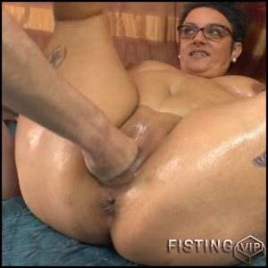 BBW mature heating up by masturbating and spreading massage oil – HD-720p, Fisting, Amateur, Anal fisting, Buttplug, Chubby (Release March 26, 2017)