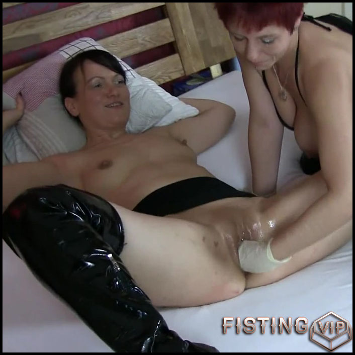 Double Fisting 1 - RealesFetishPaar - Full HD-1080p, hardcore fisting, lesbian fisting (Release March 07, 2017)