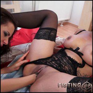 Klarisa Leone, Gina Devine – Full HD-1080p, Fisting, Lesbian, Porn Star, Brunette, Сunnilingus (Release March 04, 2017)