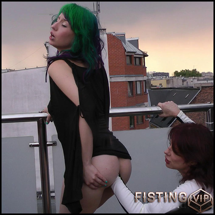 Proxy Paige & Dirtygardengirl fisting on the terrace - Full HD-1080p, Anal, Lesbi, Double Fisting, Prolapse (Release March 24, 2017)