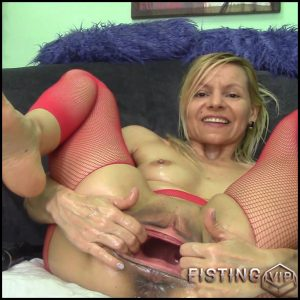Raisawetsx PUSS TOYS STUNT SHOW – Full HD-1080p, Giant Dildo, anal fisting, extreme fisting (Release March 29, 2017)
