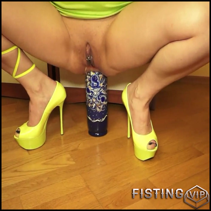 Squirtingand anal fisting and prolapse - Full HD-1080p, bottle, Anal, Toying, Dildo, Fisting (Release March 07, 2017)