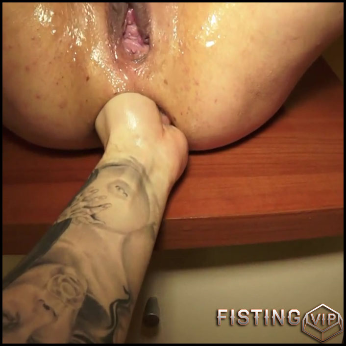 Squirtingand anal fisting and prolapse - Full HD-1080p, bottle, Anal, Toying, Dildo, Fisting (Release March 07, 2017)1