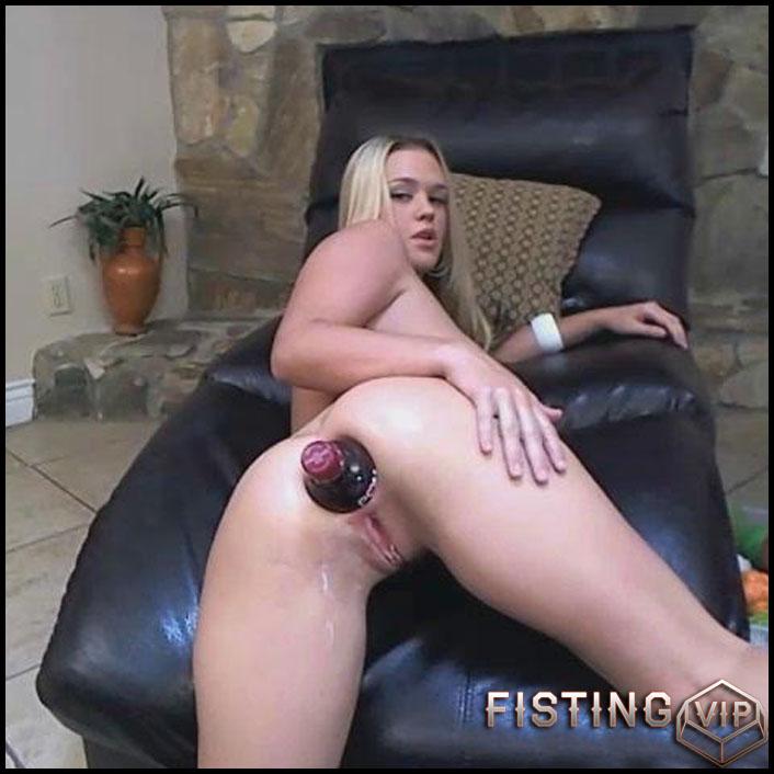 Busty latina girls fucking