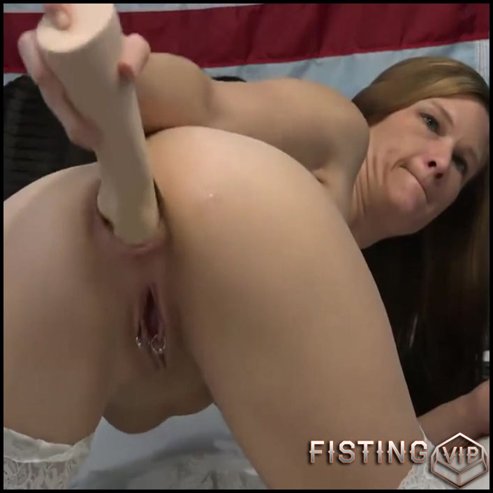 Older women fucking young pussy