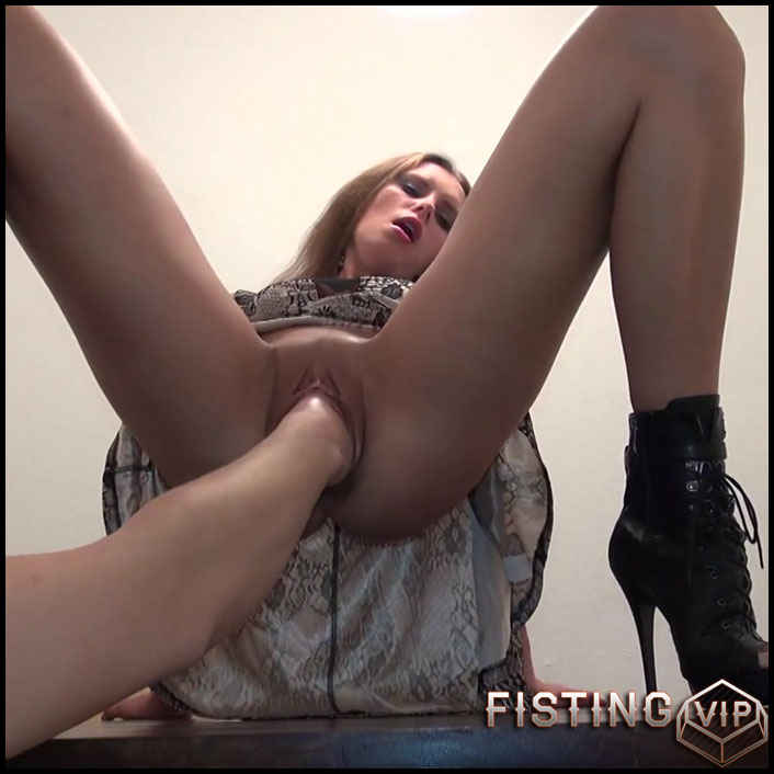 First Double Fisting try - Full HD-1080p, anal, anal insertion, Fisting (Release April 4, 2017)