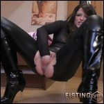 Fisted oily pussy – Glamour-Bitch – Full HD-1080p, Solo, Fisting, Masturbation (Release April 7, 2017)