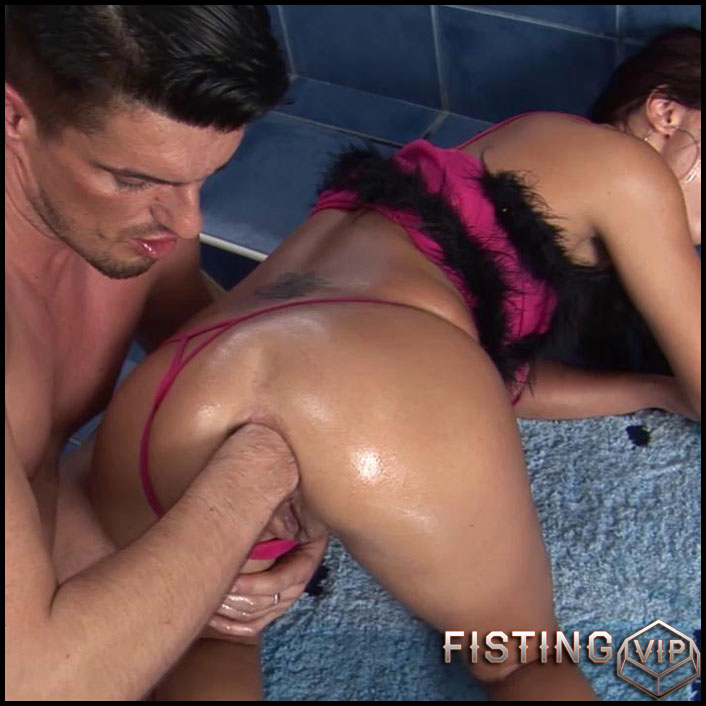 Sexy Girl Gets Roughly Analy Fisted - HD-720p, extreme fisting, Toys (Release April 28, 2017)