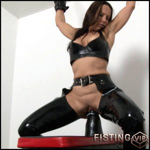 Sitting – Full HD-1080p, huge dildo, long dildo, extreme fisting (Release April 27, 2017)