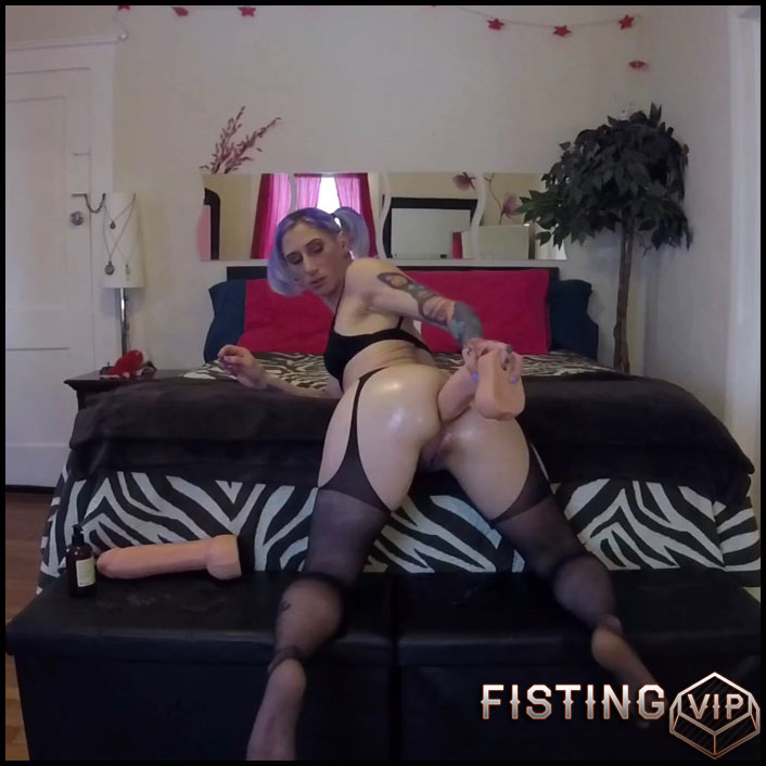 Fisting and toying - Badlittlegrrl - Full HD-1080p, extreme fisting, webcam, Toys (Release May 18, 2017)