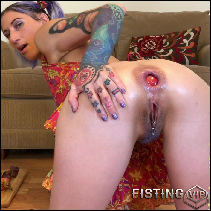 Playing with my food - Badlittlegrrl - Full HD-1080p, Foot fisting, extreme fisting (Release May 31, 2017)1