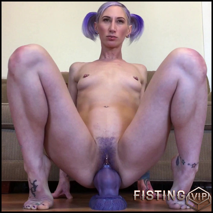 Riding Bruiser's big dragon-dog cock - Badlittlegrrl - Full HD-1080p, anal play, webcam, anal, Giant Dildo (Release May 24, 2017)