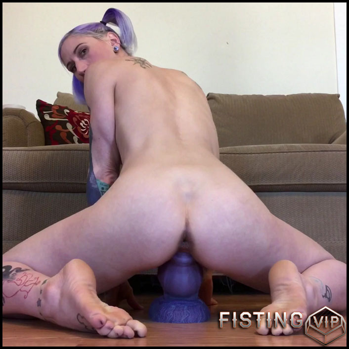 Riding Bruiser's big dragon-dog cock - Badlittlegrrl - Full HD-1080p, anal play, webcam, anal, Giant Dildo (Release May 24, 2017)1